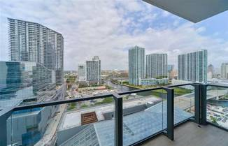 68 SE 6th St, Miami, FL 33131